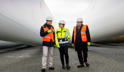 ScottishPower Renewables celebrates landmark 'first blade' for  East Anglia ONE windfarm